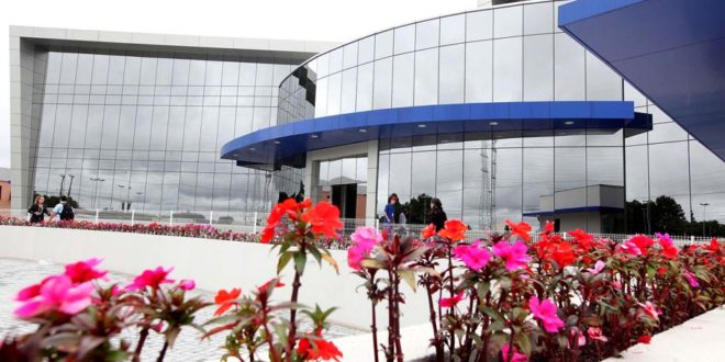 Curitiba se torna  laboratório da beleza  com polo da indústria de  cosméticos 34fca45a77